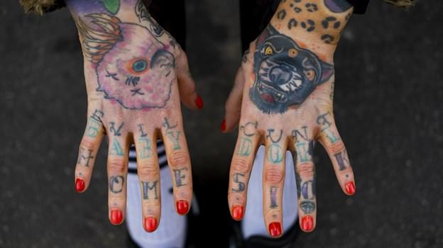 Sarah Martin har selv en masse tatoveringer og piercinger. Foto: Lasse Sand