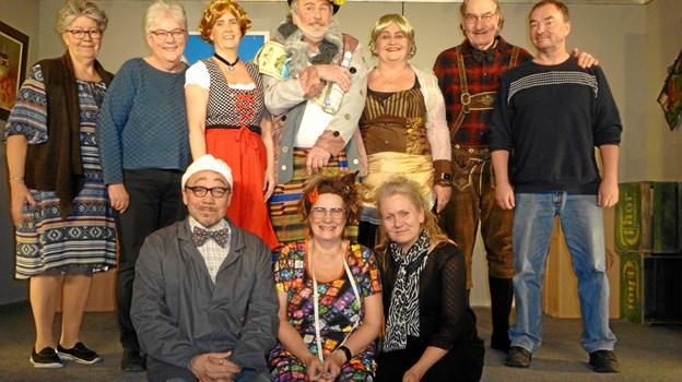 Igen i år havde lokale Maria Ohrt-Nissen (nr. to fra venstre) både skrevet og instrueret stykket. Privatfoto