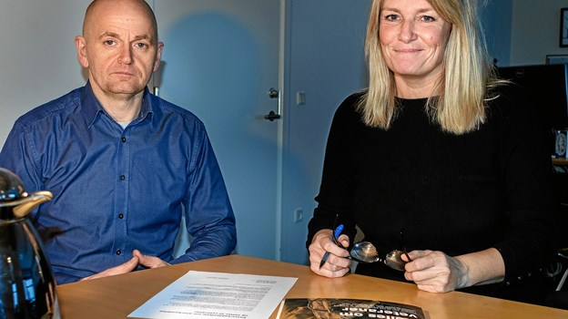 Jesper Eriksen, der er opsøgende rådgiver for Forsvarets Veterancenter, og borgmester Birgit S. Hansen. Foto: Esben Stenfeldt