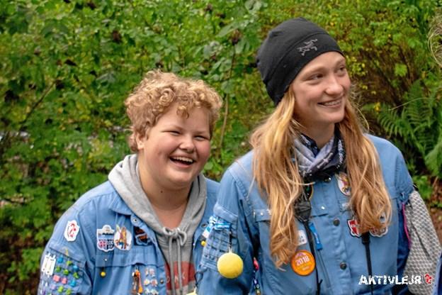 Katrine Dahlgaard og Ronja Leth Skov fra FDF Hobro var med i fotogruppen på jubilæumslejren og havde ligesom FDF-kammeraterne en rigtig fed lejr. Foto: Henrik Pedersen