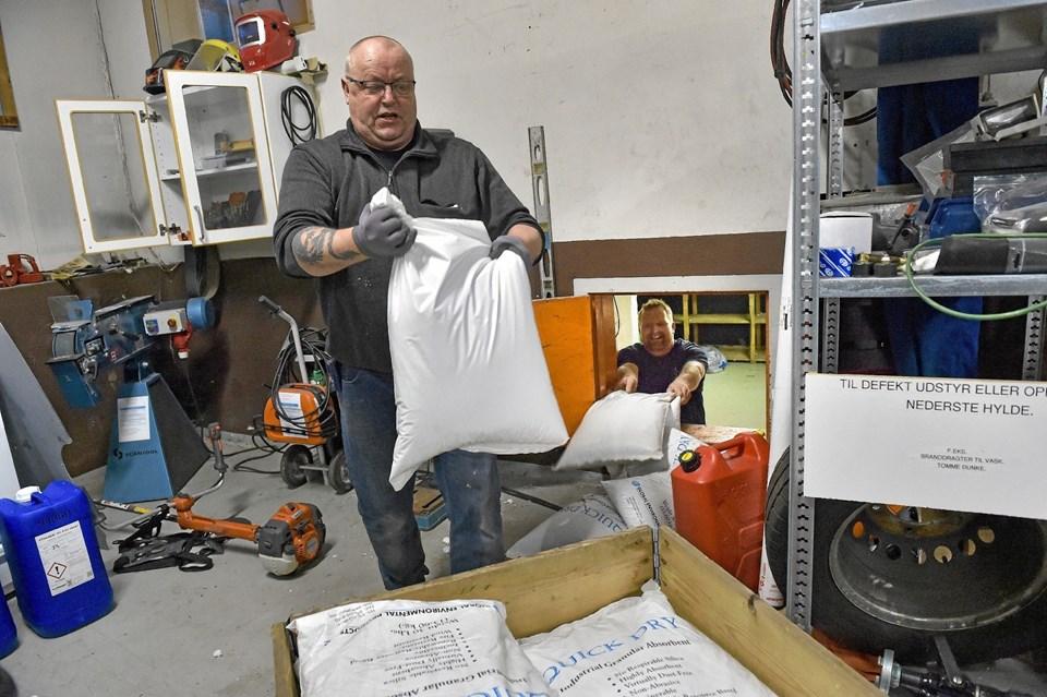 Chris Rasmussen fik løftet nogle tons sugegrus - som lå stuvet godt væk nede i et kælderrum. Ole Iversen