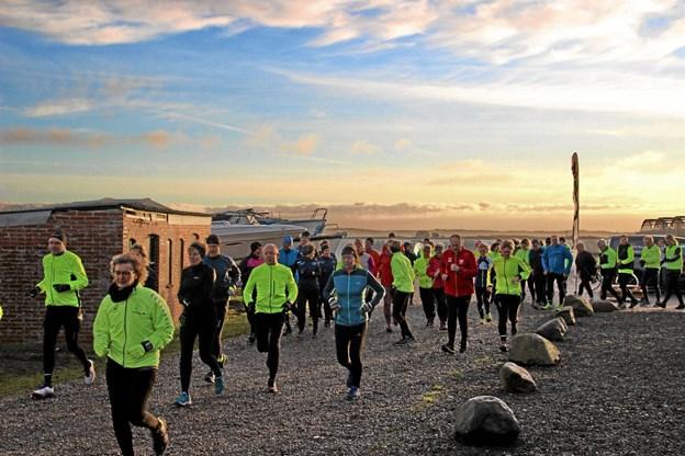 Så gik starten og så var det enten 8 km. eller 13 km. der ventede forude. Foto: Hans B. Henriksen Hans B. Henriksen