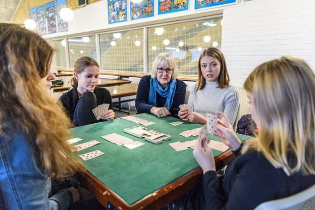 120 elever fra 10 klassecentret tager en teamdag med bridge. Arkivfoto