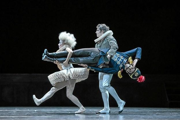 En scene fra opførelsen Nøddeknækkeren i operahusset i Zürich.Foto: Gregory Batardon