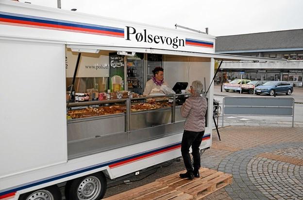 Mens byggeriet stod på, kunne der købes brød fra en pølsevogn. Foto: Jesper Bøss