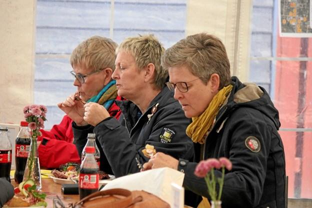 Der var mange som spiste hos Mesteslagteren i Saltum under Uldfestivalen og Saltum Festdage. Foto: Flemming Dahl Jensen Flemming Dahl Jensen