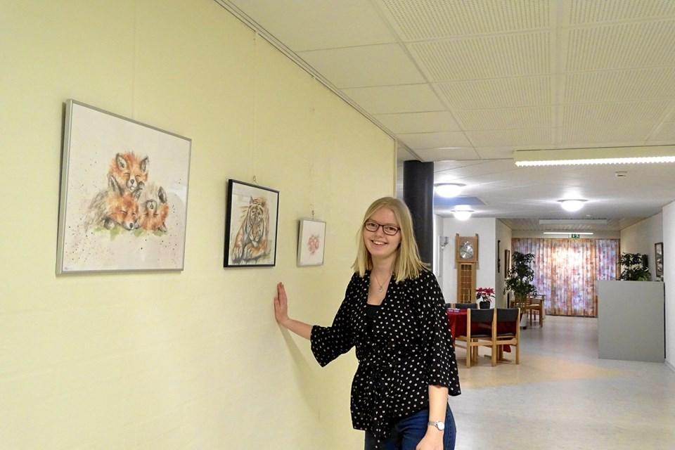 Julie Aarup - udstiller på Gallerigangen på plejehjemmet Toftegården i Møldrup.   Privatfoto