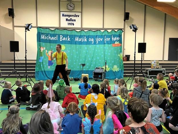 Michael Bech var engageret til at underholde børnene. Privatfoto