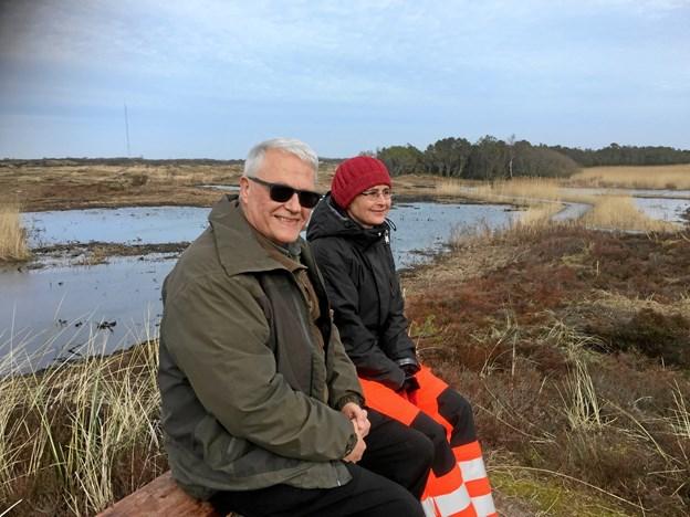 Går man forbi Jennes sø kommer man til denne bænk, hvor projektlederne fra henholdvis Naturstyrelsen, Karsten Frisk og Frederikshavn Kommune Sisse Lindholm kan betragte Grenen nye fremtoning. Foto: Marianne Isen.