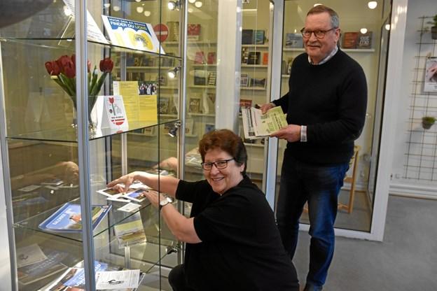 Bente Justesen og Michael Wagner arranger udstilling på Brønderslev Bibliotek.Privatfoto