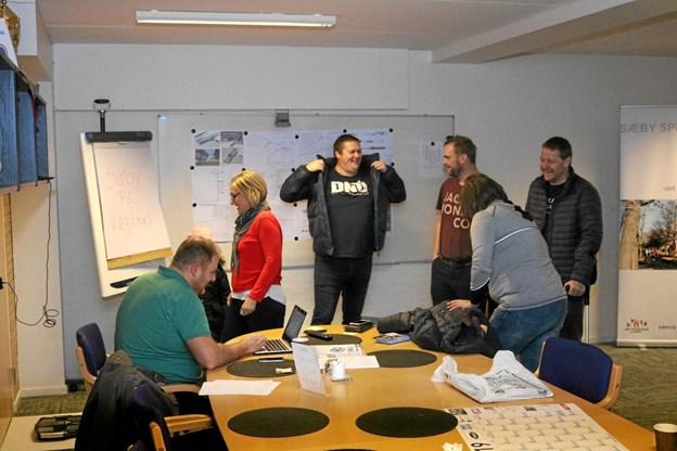 """Der var god stemning under dagens indvejning til Sæby på vægten, her er """"Holdet"""" med Anne Lindgreen som holdkaptajn ved at gøre sig taberklar. Foto: Tommy Thomsen"""