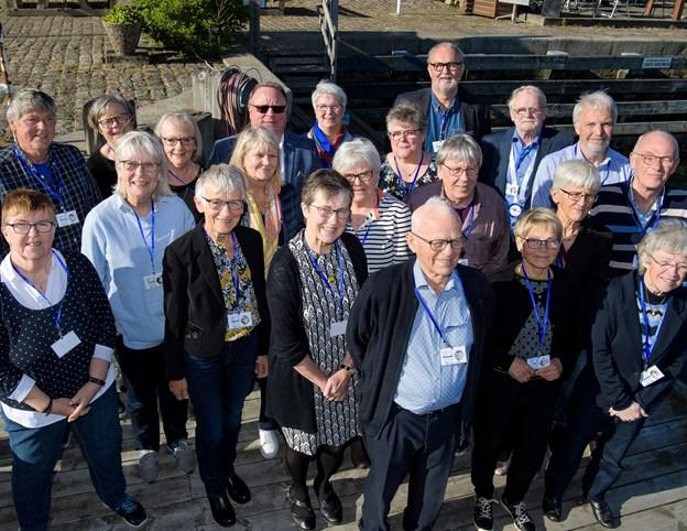 Hele klassen samlet. I lyseblå skjorte og blå trøje ses i første række, som nummer tre fra højre klasselærer Jens Ejvind Grysbæk.