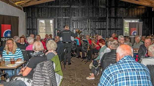 Der var tæt pakket i Kulturladen til den gratis koncert torsdag aften. Foto: Mogens Lynge Mogens Lynge