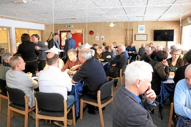 Til jubilæums receptionen var der mødt omkring 100 gratulanter op i cafeteria og tilstødende lokaler. Foto: Tommy Thomsen Tommy Thomsen