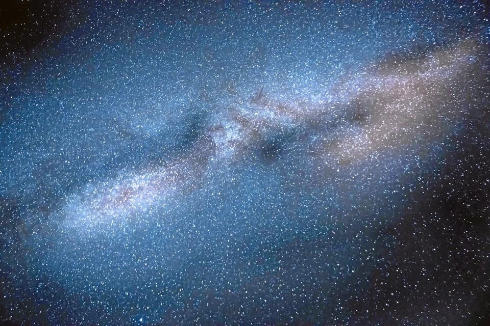 UNIVERSET: Astronomer har fundet en galakse fyldt med stjerner, som er mange gange større end vores egen sol.