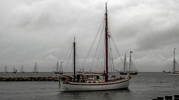 Så er der afgang mod lysbøjen ud for Løgstør, hvor starten skal gå. Foto: Mogens Lynge