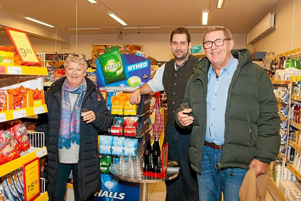 Uddeler Johnny Steen Nielsen havde inviteret til smagsaften i Dagli'Brugsen i Tversted. Foto: Peter Jørgensen