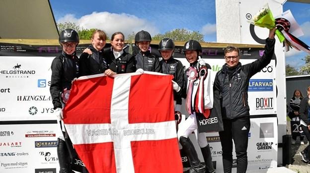 De stolte deltagere og holdlevere fra Vasehus Rideklub sluttede øverst på podiet. Privatfoto