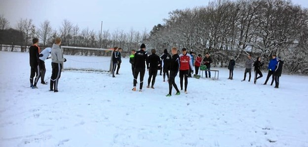 Godt 20 var mødt frem til fodbold i sne og efterfølgende fællesspisning til den traditionelle Andecup lørdag 26. januar i Ørebro Boldklub. Privatfoto
