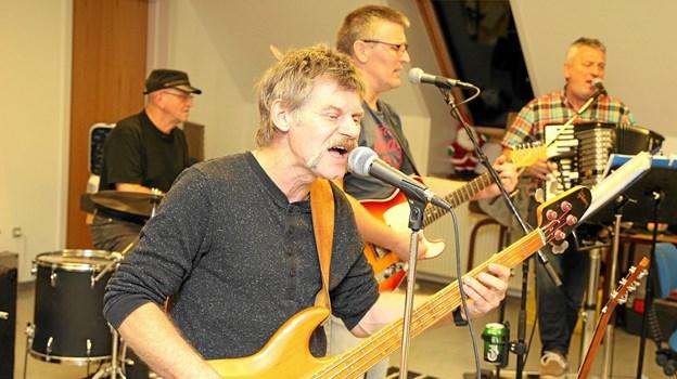 Jens Hvarregaard står for bas og kor. Foto: Flemming Dahl Jensen
