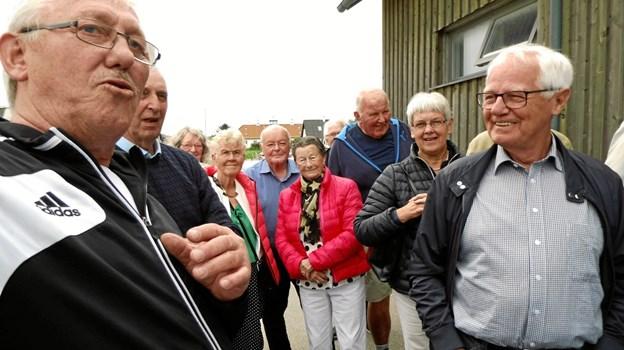 Fisker Gert Kristensen (tv) fangede interessen hos tilhørerne med sin djærve og muntre fortælling om fiskeri og redningsvæsen ved Thorup Strand.