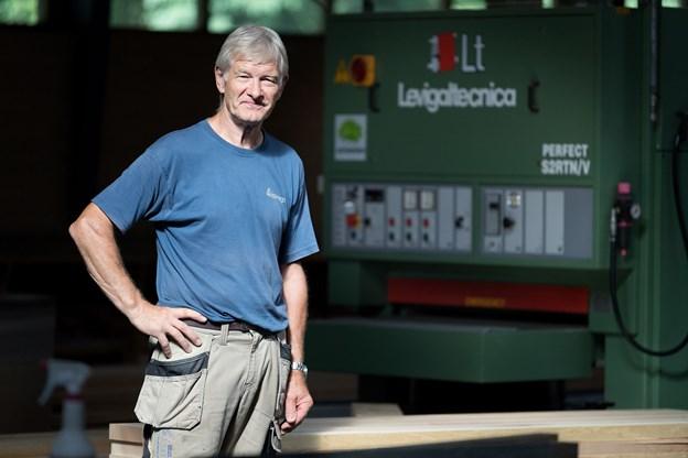 Selv om han har været ansat hos Rørbæk Tømrer- & Snedkerforretning siden 1967 kun afbrudt af et års værnepligt har tømrersvend Villy Jensen som 68-årig ingen aktuelle planer om at stoppe på arbejdsmarkedet.
