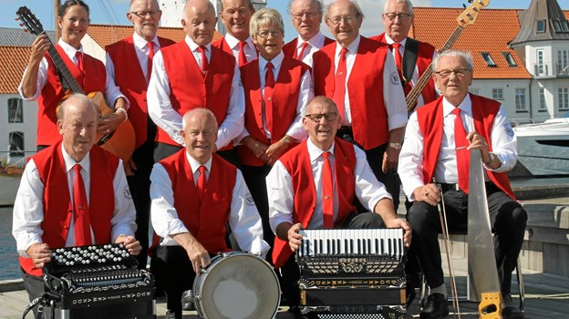 Volstrup Harmonikaklub spiller op hver mandag aften