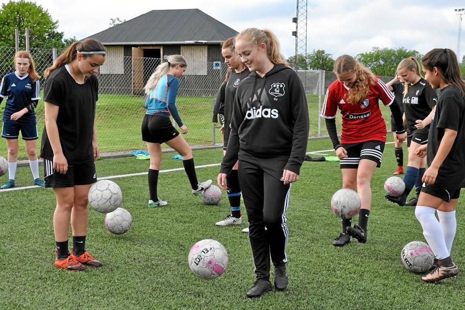 U18 pigerne er teknisk gode, og de har stor forståelse for fodboldspillet. Privatfoto