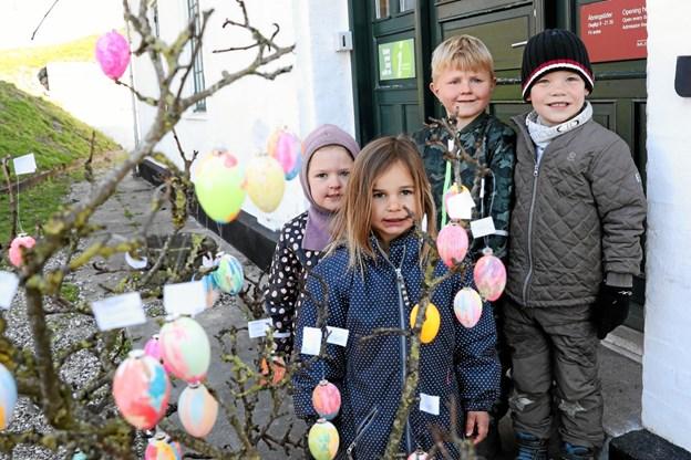 Der blev malet mange flotte påskeæg forleden på Skansen i Hals. Foto: Allan Mortensen