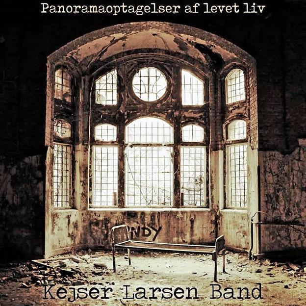 Kejser Larsen Band nyeste udgivelse udkommer på vinyl, noget der sjældent sker, for det meste musik udgives normalt digitalt. Vinylpladen er kun lavet i 300 nummererede eksemplarer. Foto: Mikkel Baagøe Andersen Mikkel Baagøe Andersen