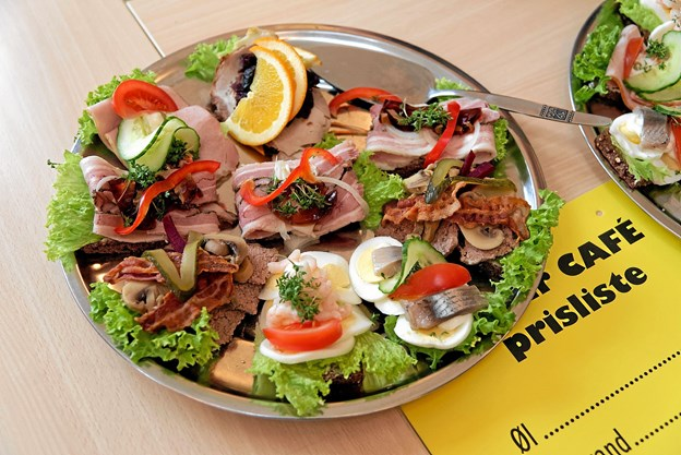 Basar Cafeen byder på lækkert smørrebrød til frokost. Foto: Arkivfoto: Niels Helver