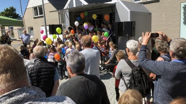 Efter åbningstalen blev ballonerne sluppet fri. Foto: Carsten Hougaard