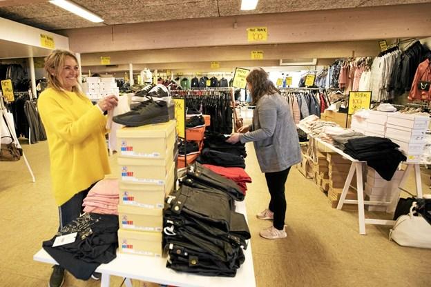 Butikken bugner med tøj til hverdag, fritid og fest. Foto: Allan Mortensen Allan Mortensen