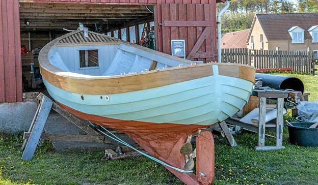 """Løgstør Jollen - nu """"Søstjernen"""", er ved at blive renoveret og er endnu ikke klar til at komme i vandet. Foto: Mogens Lynge"""