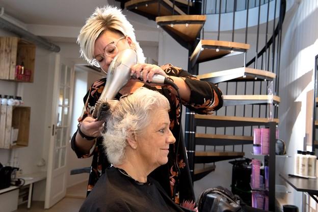 Under kemo-kuren tabte Sonja næsten al sit smukke lange hår - nu er det godt på vej igen. HENRIK LOUIS