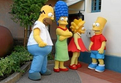 Med en udklædning kan man træde ud af sig selv og gøre noget, man ikke normalt ville gøre. Hér hele familien Simpson ... Privatfoto.