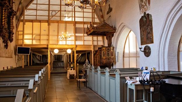 Nu skal stilladserne flyttes og derfor lukkes kirken i tre uger. Foto: Kim Dahl Hansen