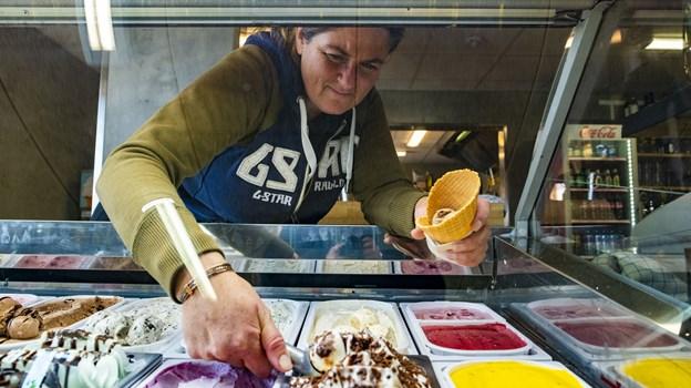 Kø skulle gerne være fortid i Café Salt. Hen over vinteren er der kommet flere isfrysere op, så der nu er tre mod tidligere én. Foto: Lasse Sand