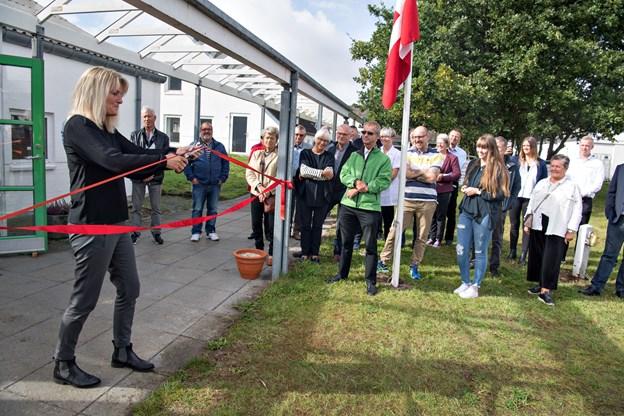 Borgmesteren klippede to røde snore over, en fordi forretningen er med i Expert- kæden og en fordi den også hedder Punkt 1.Foto: Hans Ravn
