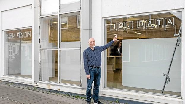 I løbet af november måned og senest den 1. december åbner Tommy Høj forretningerne Høj Data og Høj's farver på gågaden i Hirtshals, hvor Kop og Kande tidligere have forretning. Foto: Niels Helver