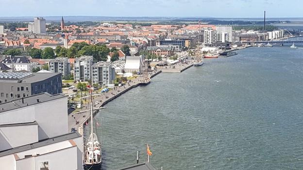 De første skibe er ankommet, og Aalborg og Nørresundby er klar til folkefest. Foto: Teis Markfoged