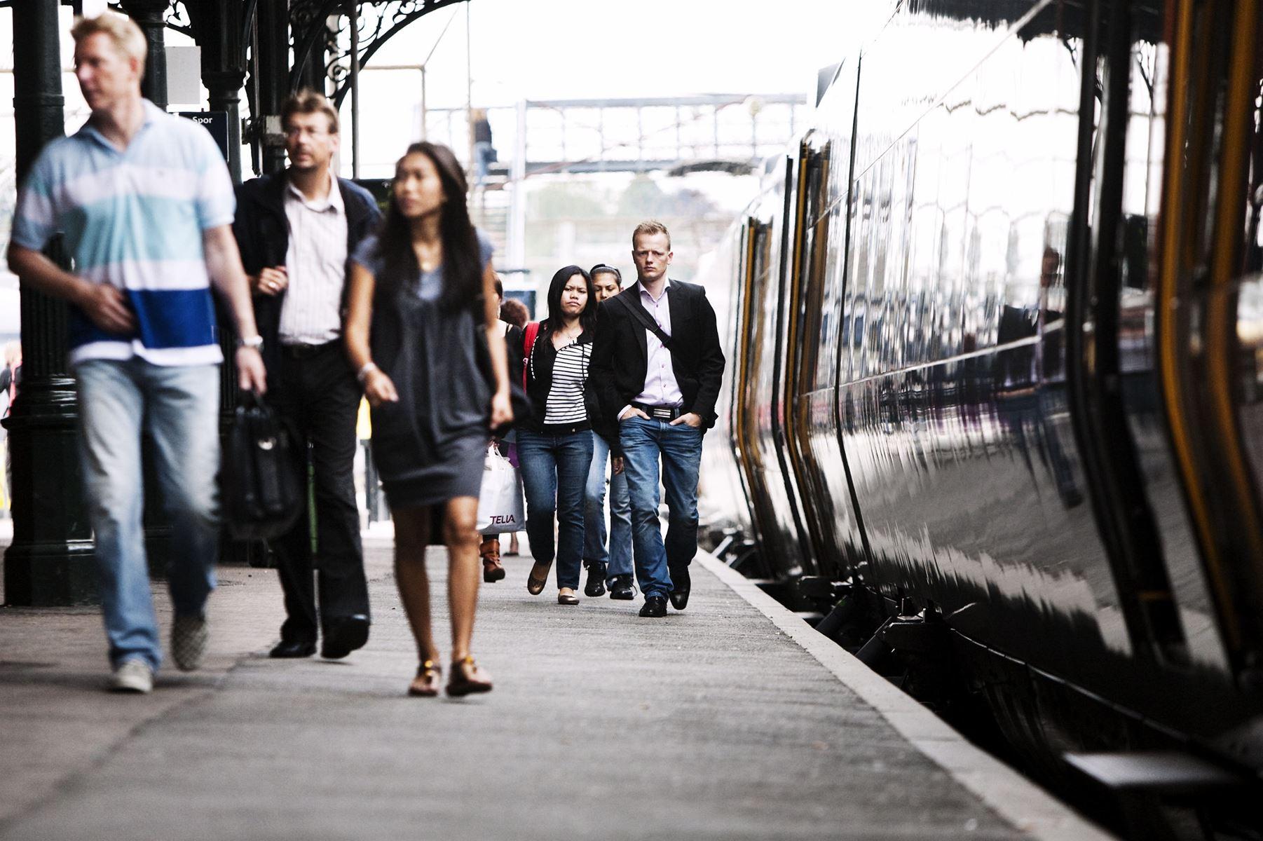 Det svenske SJ får ansvaret for driften med Øresundstoget, der kører mellem Sydsverige og København.
