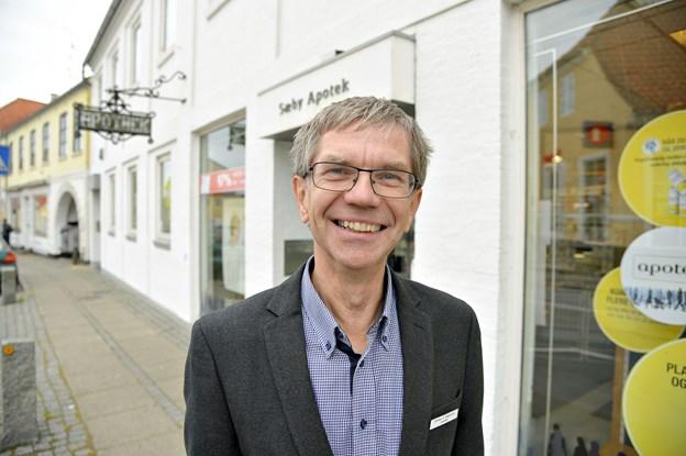 - Vi har heldigvis tæt kontak til borgerne hér i Sæby, siger apoteker Preben Smed Jeppesen.