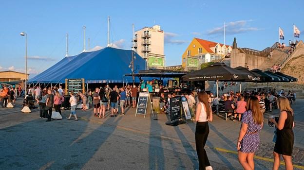Der var fuldt telt og havneområde, da Kejser Larsen Band spillede den sidste aften. Foto: Niels Helver