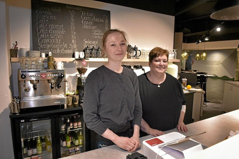 Laura Labornarska Jensen (tv) og Helle Larsen er ansigterne i Kaffeslapperas. Foto: Ole Iversen