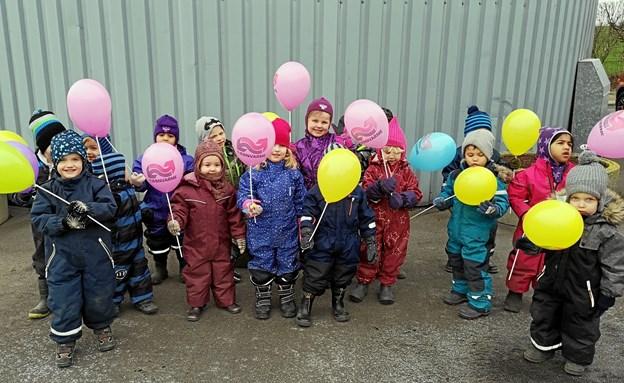 Besøget var nyt for børnene fra Kirsebærhaven i Veddum men så sandelig også for personale og bestyrelse fra kraftvarmeværket. Foto: Privat.