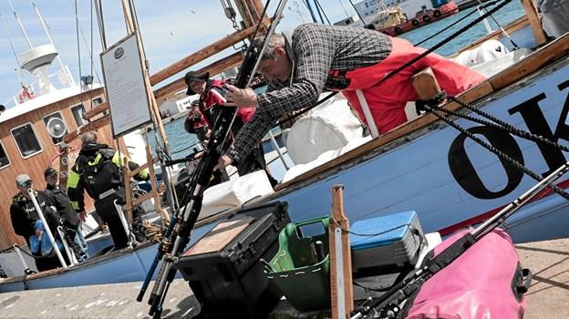 Fredag eftermiddag kom de første både tilbage fra havet, og deltagerne kunne vise deres fangst frem. Foto: Peter Jørgensen Peter Jørgensen