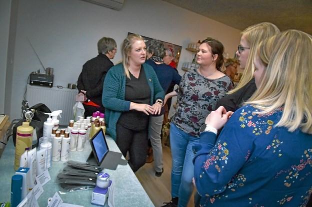 Anne Westergaard fra Thy Velvære gav tips om cremer og spray-tan. Foto: Ole Iversen Ole Iversen