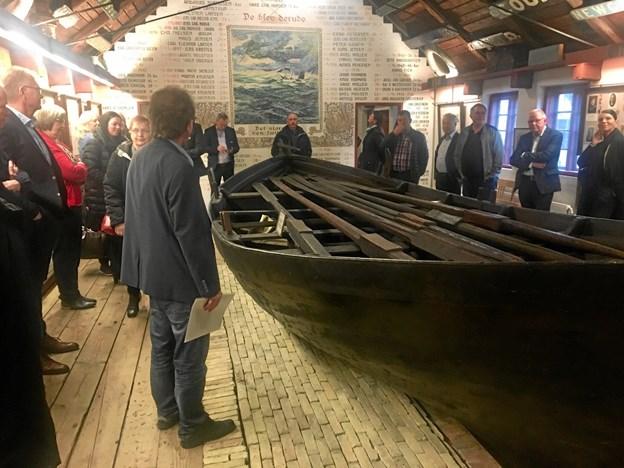 Generalforsamlingen blev holdt på kystmuseeet og her ses medlemmerne i mindehallen for de fiskere, der druknede.