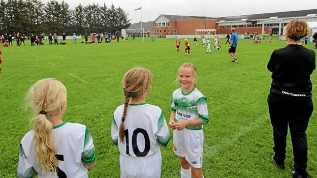 Med 110 deltagende hold blev det til mange kampe i løbet af dagen på de 18 baner. Foto: Jørgen Ingvardsen